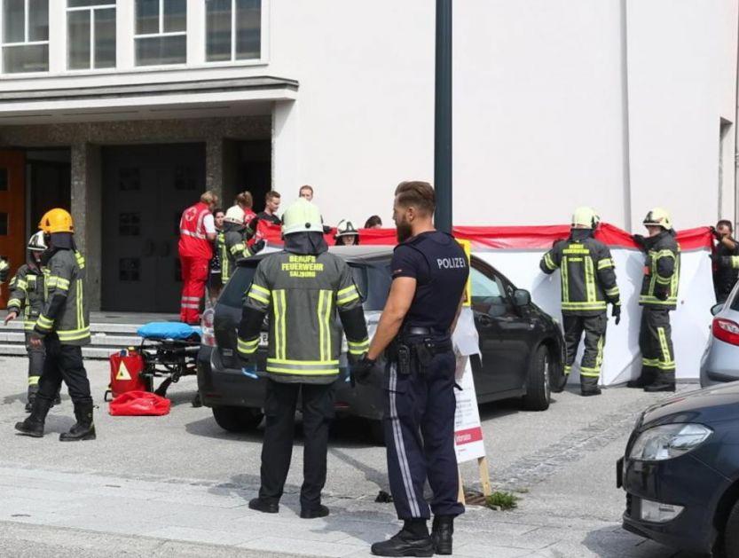 ULETEO AUTOM U LJUDE ISPRED CRKVE: Devojčica (4) i žena (45) izašle posle nedeljne službe i završile pod točkovima, dete podleglo povredam u u bolnici! (FOTO)