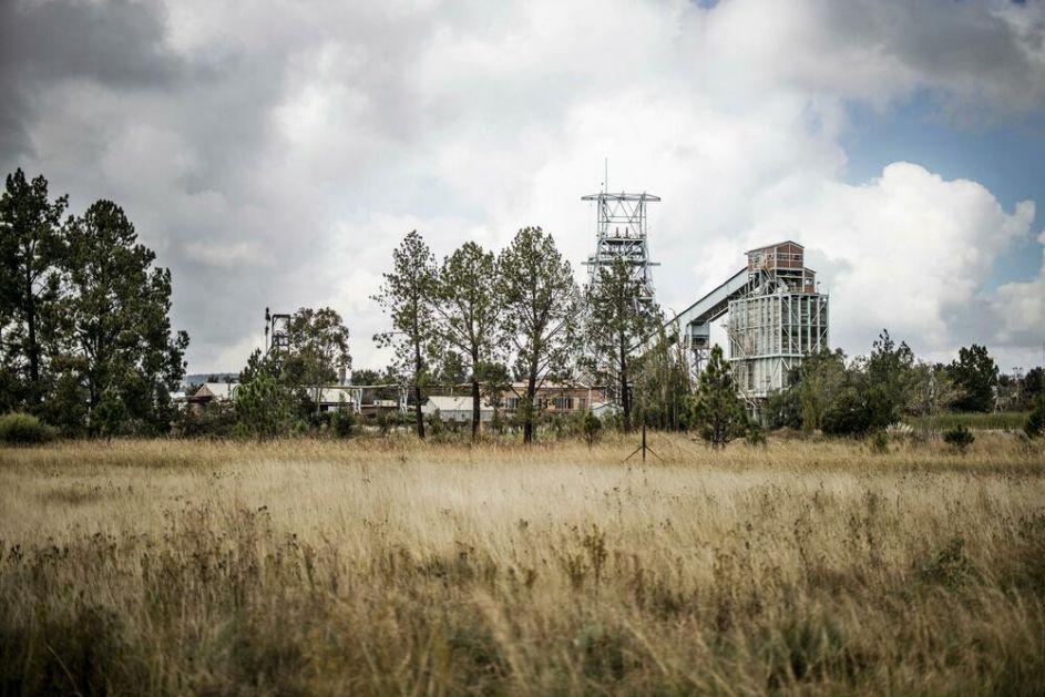 UMOTANI U PLASTIČNE KESE SA TEŠKIM OPEKOTINAMA: Kod napuštenog rudnika zlata u Južnoj Africi pronađena tela 20 ilegalnih rudara
