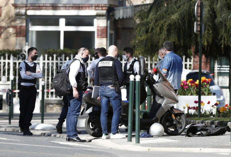 UMRO UBICA FRANCUSKE POLICIAJKE: Tunišanin star 36 godina ranjen tokom hapšenja u Rambujeu! Ženu ubio nožem!