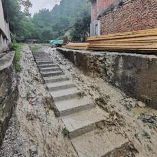 UNIŠTENI PUTEVI, BUJICE ODNELE MOSTOVE: Sanira se šteta od poplava podno Golije i u Petrovcu na Mlavi (FOTO)