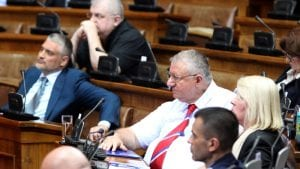 UNS: Skupština Srbija da osudi Šešeljev jezik mržnje