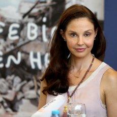 UNUTRAŠNJE KRVARENJE BI ME UBILO... Slavna glumica Ešli Džad ponovo PROHODALA nakon jezive NESREĆE