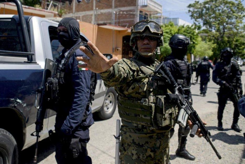 UPAO U BAR I POČEO DA REŠETA LJUDE: Ubio 4 i ranio sedmoru u Akapulku, ispred luksuznih hotela punih turista! (VIDEO)