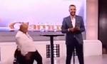 URNEBESAN VIDEO: Džej usred emisije pao sa stolice, snimak ubrzo postao viralan