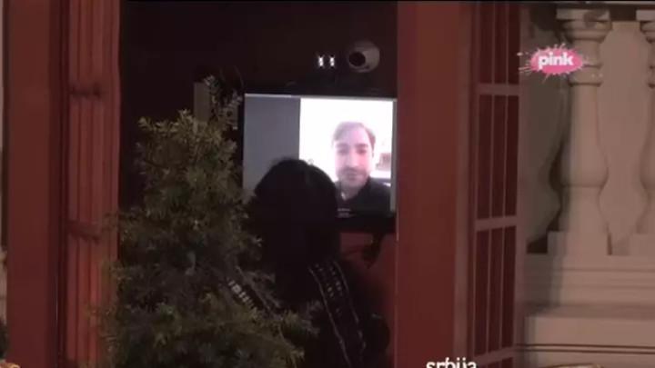 UROŠE, ČUVAŠ LI KUĆU?! Evo šta kaže Žižin unuk nakon što su njegova baka i on postali HIT NA INTERNETU! (VIDEO)