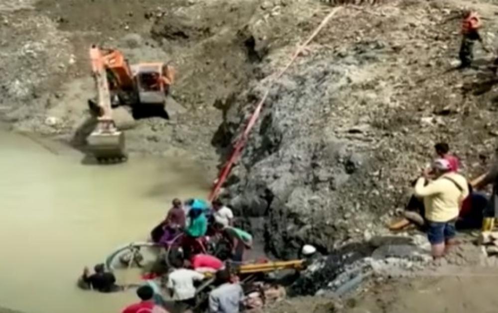 URUŠIO SE ILEGALNI RUDNIK ZLATA: Troje radnika stradalo u Indoneziji! Spasioci izvukli 15 ljudi, za 5 se još traga! (VIDEO)