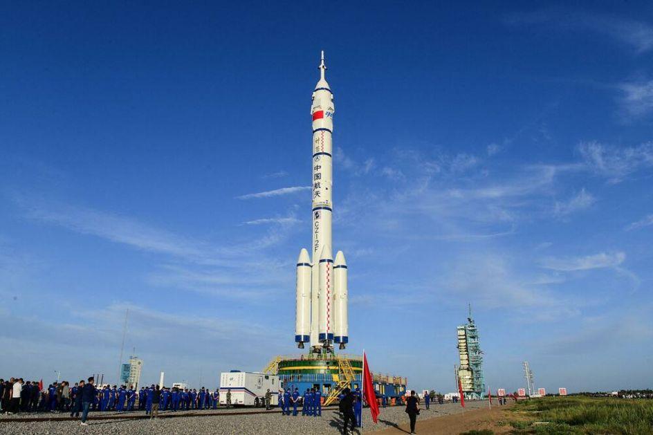 USPEŠNO LANSIRANA LETELICA ŠENŽU 12: Kina poslala prvu misiju u svemir sa ljudskom posadom nakon skoro 5 godina FOTO