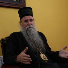 USVOJILI SU REZOLUCIJU O SREBRENICI, GDE JE JASENOVAC, JADOVNO, VELIKA? Joanikije razočaran odlukom poslanika Crne Gore