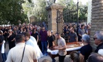 UZ SUZE I PESMU PIŠI MI ISPRAĆEN KUM GOCE TRŽAN: Sahranjen Mario Trtić (FOTO+VIDEO)