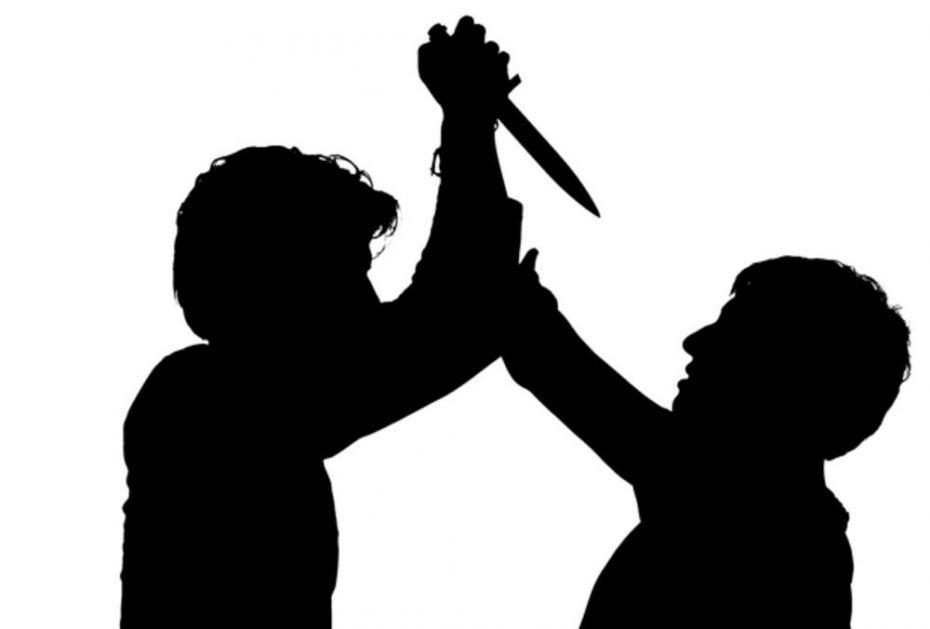 UŽAS! IZBO PRIJATELJA ZBOG PESME: Besomučno ga ubadao nožem po stomaku, leđima i vratu!