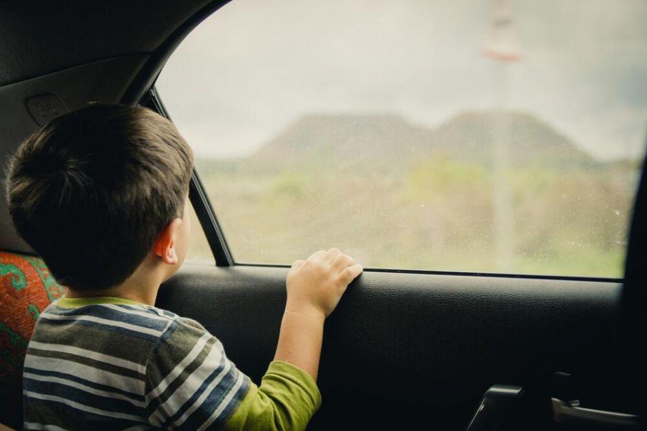 UŽAS KOD BANJALUKE! DEVOJČICA (4) UMRLA U ZATVORENIM KOLIMA: Igrala se pa zaspala u vrelom automobilu