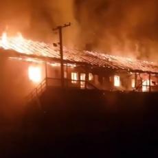 UŽAS U BAČU: Izgorela cela stambena zgrada, porodice ugrožene! (VIDEO)