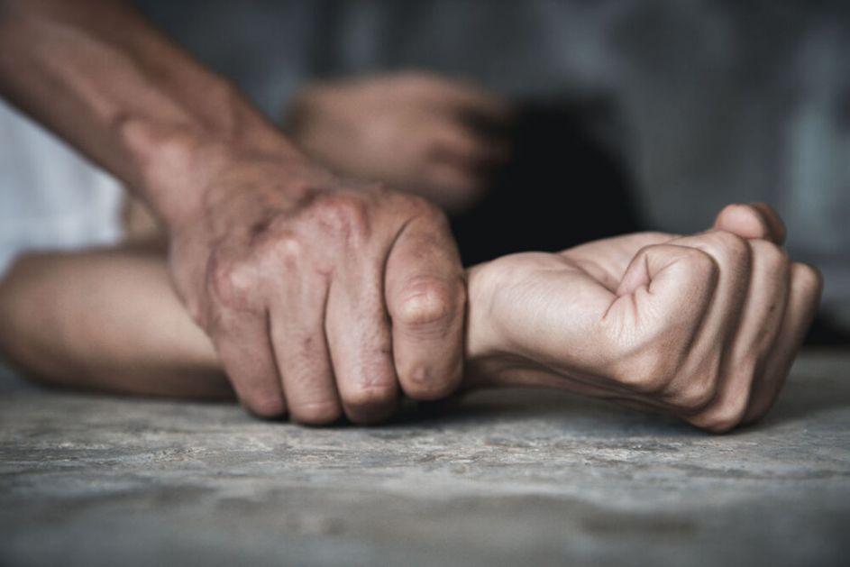UŽAS U SOTOMORU Muškarac pretukao pa silovao tinejdžerku, potraga za njim u toku