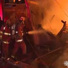 UŽASAN POŽAR U PERUU! Izgorelo 200 kuća, okupljeni dozivali POMOĆ, vatrogasci jedva obuzdali VATRENU STIHIJU! (UZNEMIRUJUĆI VIDEO)