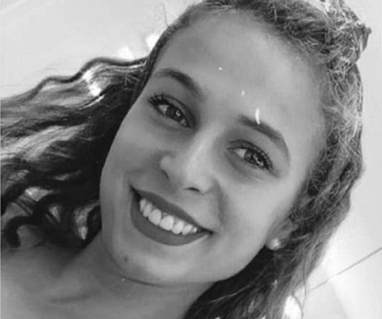 UŽASNA TRAGEDIJA U KOMŠILUKU! Iznenada preminula mlada rukometašica! Imala je samo 19 godina
