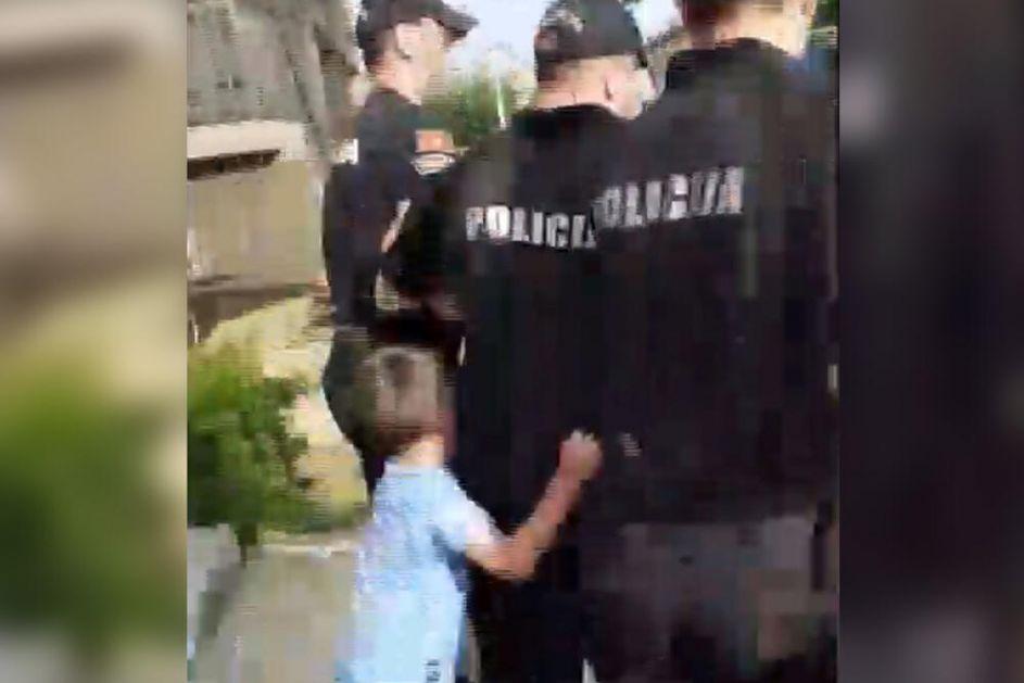 UŽASNE SCENE DIGLE REGION NA NOGE: Policija i socijalna služba odvode oca, deca se otimaju i vrište, neće kod majke VIDEO