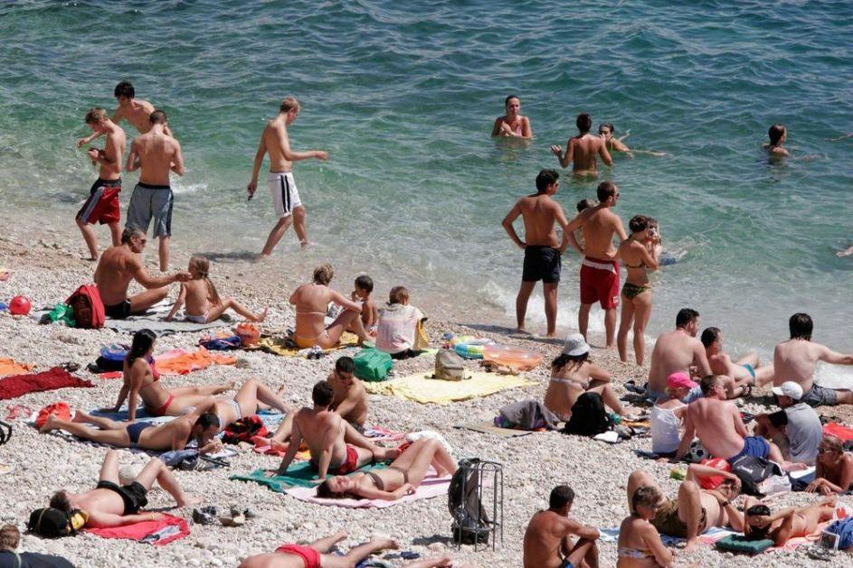 UZBUNA ZA KUPAČE: Fekalije preplavile more na još jednoj plaži kod Dubrovnika