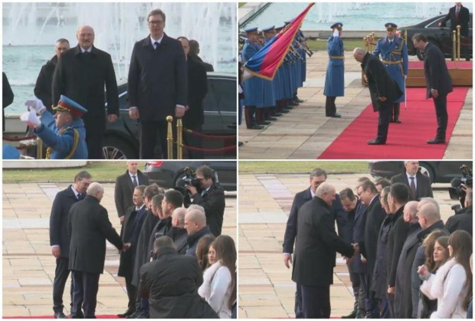 UŽIVO IZ PALATE SRBIJA: Srdačan zagrljaj za Lukašenka pa naklon srpskoj zastavi! A onda mu je Vučić ovo rekao na ruskom!