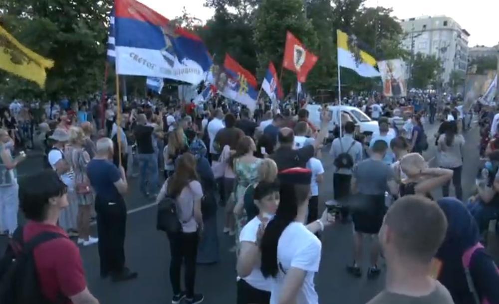 UŽIVO! PETI DAN PROTESTA: Najmanji broj demonstranata do sada, odata pošta Džou Bageristi, monah držao govor