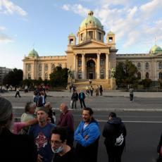 PROTESTI U BEOGRADU: Najmanji broj demonstranata do sada! Spontano došli i opozicioni lideri (FOTO)