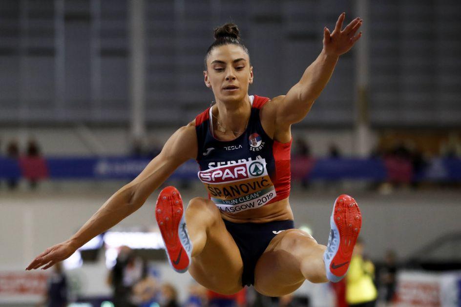 Ivana Španović najdužim skokom u kvalifikacijama ide po medalju!