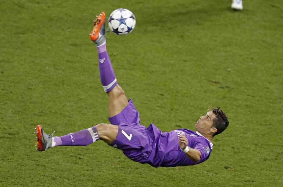 (VIDEO) JOŠ JEDNO SPEKTAKULARNO VEČE U LIGI ŠAMPIONA: 26 golova na 8 mečeva, Tošić zatresao svoju mrežu, Ronaldo 2 puta u metu...