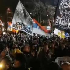 USTAO BEOGRAD ZA ODBRANU SRPSKIH SVETINJA: Masovni protest protiv MILOVOG ZAKONA! (VIDEO)
