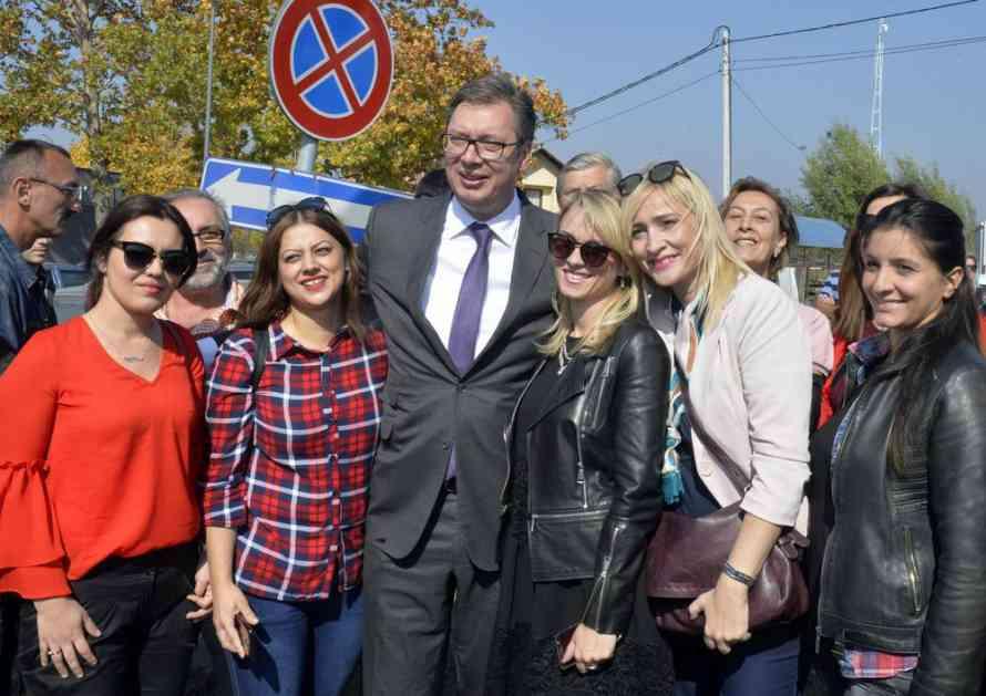 UŽIVO VUČIĆ U KRALJEVU: 5.000 radnika dobiće posao, vraćamo Kraljevo na industrijsku mapu Srbije! A onda ispričao i ovu anegdotu (FOTO)