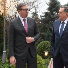 Vučić uručio vakcine AstraZeneka Miloradu Dodiku: Uvek smo tu za narod Republike Srpske (VIDEO)