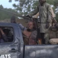 (UZNEMIRUJUĆI FOTO) DŽIHADISTI ISIS-a ULETELI U GRAD: Pobili i zarobili vojnike, pa objavili horor sadržaj
