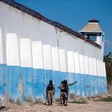 (UZNEMIRUJUĆI FOTO/VIDEO) OD OVOGA SE LEDI KRV U ŽILAMA: Ubijen šef podzemlja, pobeglo 400 zatvorenika