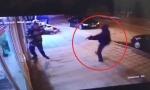 UZNEMIRUJUĆI SNIMAK: Napadač pokušao da ubije čoveka u Novom Pazaru, život mu spasila jedna stvar! (VIDEO)