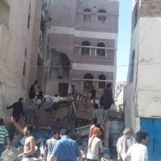 (UZNEMIRUJUĆI VIDEO) 6 mrtvih, 56 ranjenih! STRADALA I DECA! Saudijci zasuli Sanu bombama!