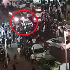 (UZNEMIRUJUĆI VIDEO) DA LI JE IZVUKAO ŽIVU GLAVU? Palestinac autom pokušava da pobegne, ali ga hvataju Izraelci!