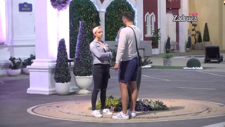 Ubedio je da nije poljubio Minu! Ovako je Vladimir PRODAO PRIČU MIONI, ona mu poverovala! (VIDEO)