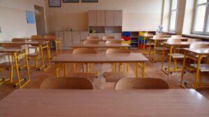 Učiteljica iz Maribora, aktivna anitvakserka, dobila otkaz