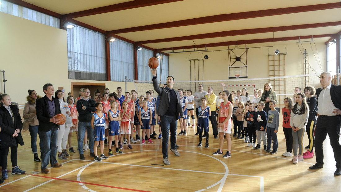 Udovičić posetio opštine Ada i Senta, uručio sportsku opremu