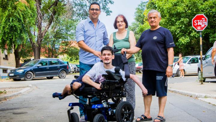 Udruženje CarGo  sa svojim članovima   doniralo   elektromotorna kolica   za Radovana Samardžića   sa cerebralnom paralizom (FOTO+VIDEO)