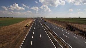 """Ugovor """"Koridora Srbije"""" o rehablitaciji 17 puteva u zoni """"Koridora 10"""" za 20 miliona evra"""
