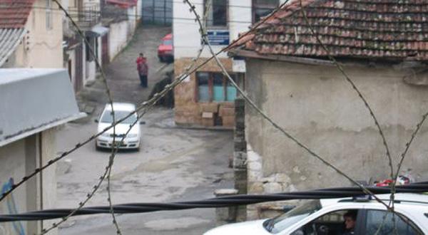 ORAHOVAC: Uhapšen Srbin zbog pokušaja da odbrani srpsku decu od naoružanih Šiptara