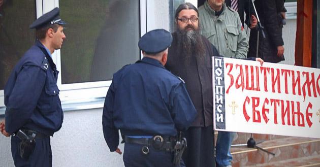 Uhapšen monah Antonije i zadržan u PU Valjevo (VIDEO)