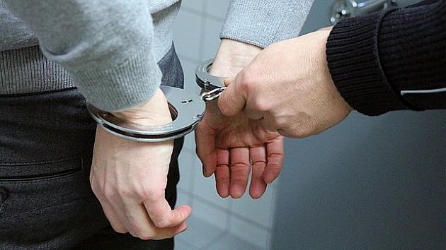 Uhapšeni nakon što su oteli kasu sa novcem u prodavnici