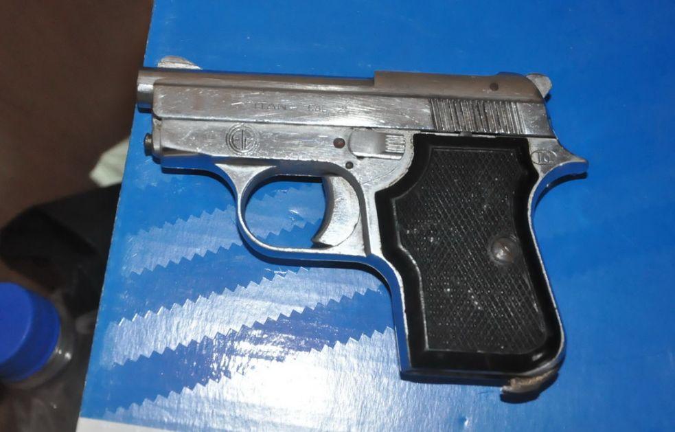 Uhapšeni zbog oružja, pronađeno 19 pištolja