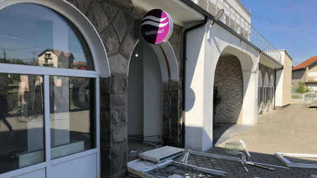 Ukraden bankomat Komercijalne banke u Gračanici