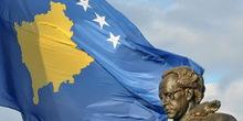 Ukradena velika kosovska zastava koja je trebalo da zameni albansku