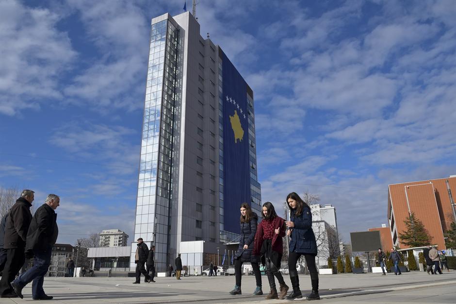 Ukradena velika zastava Kosova!