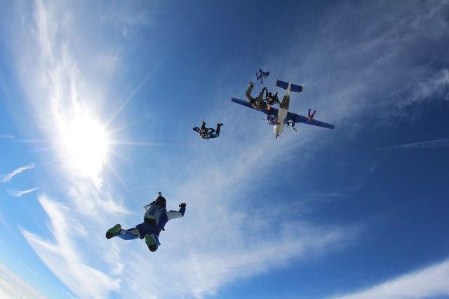 Umalo sudar: Bliski susret britanskih padobranaca i američkog borbenog aviona