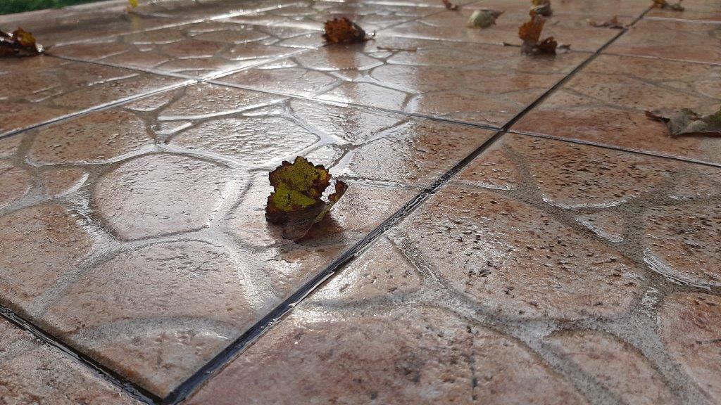 Umereno oblačno, posle podne ponegde kiša
