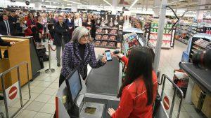 Umesto keša i kartice – plaćanje mobilnim telefonom