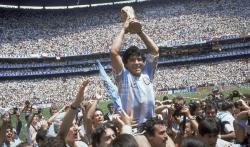 Umro legendarni fudbaler Dijego Maradona (FOTO)
